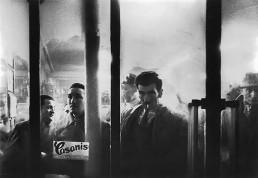 Fotografía © Willy Ronis, Rue Montmartre, 1956