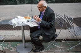 """Fotografía © Ignacio Vara, del proyecto """"New York Solo Men""""."""